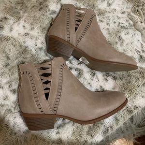 Charlotte Russe Booties Size 8
